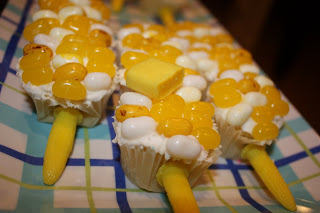 corn-on-the-cob cupcakes made of candy