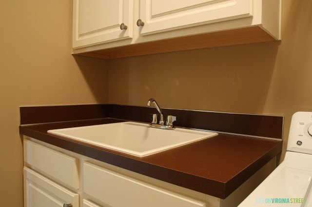 The laundry room sink and countertop.