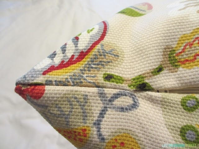 Throw Pillow with Zipper Tutorial