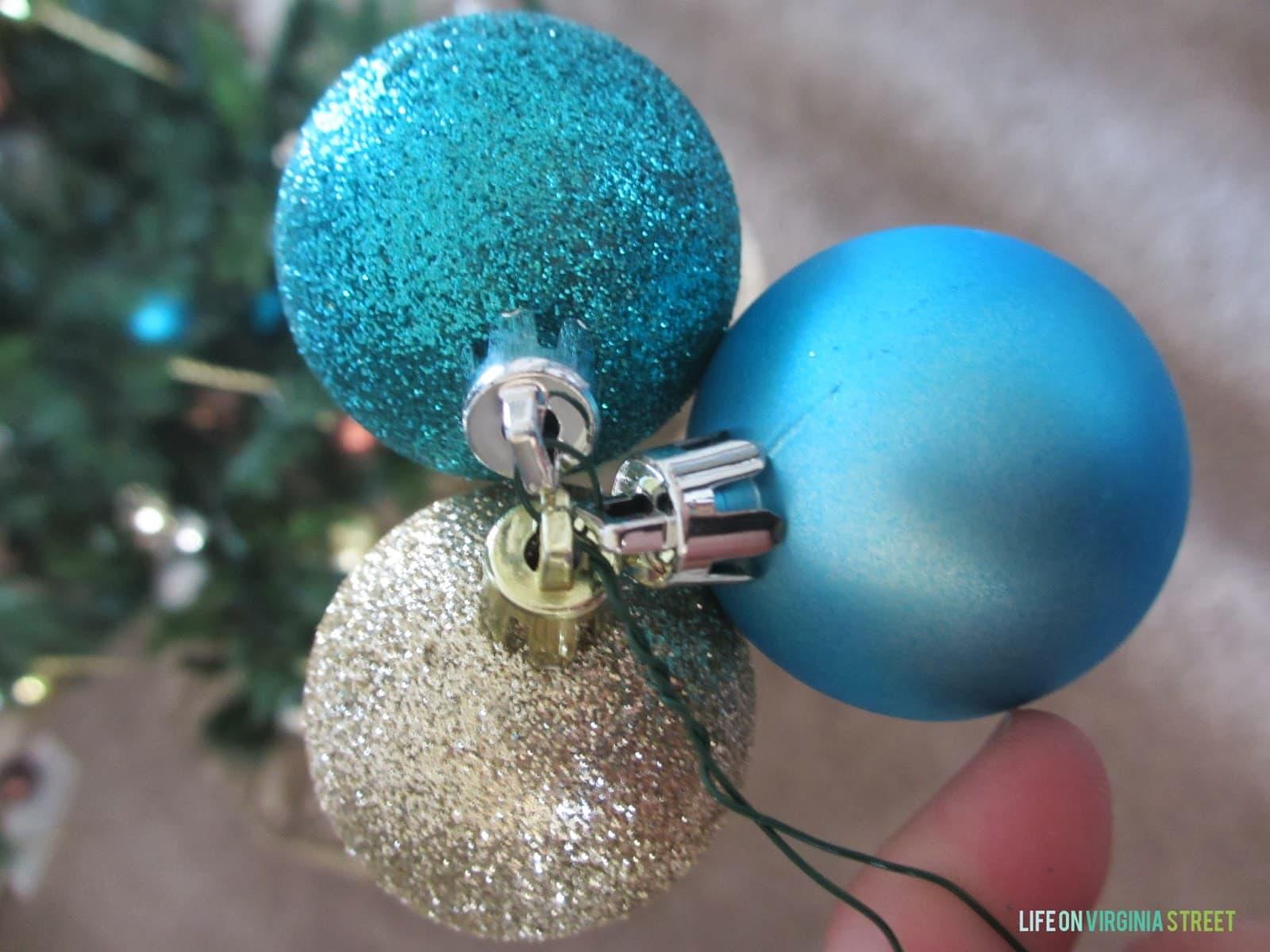 Blue Christmas Blog Hop: Wreaths - Life On Virginia Street