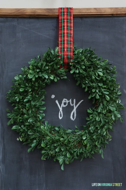 DIY Christmas Chalkboard with Wreath with the Word JOY