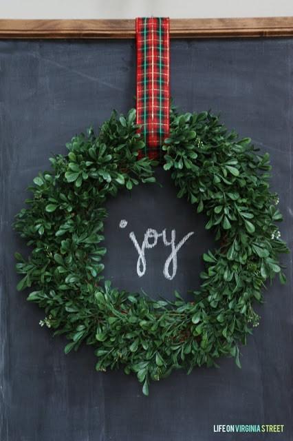 DIY Christmas Chalkboard with Wreath with the Word JOY