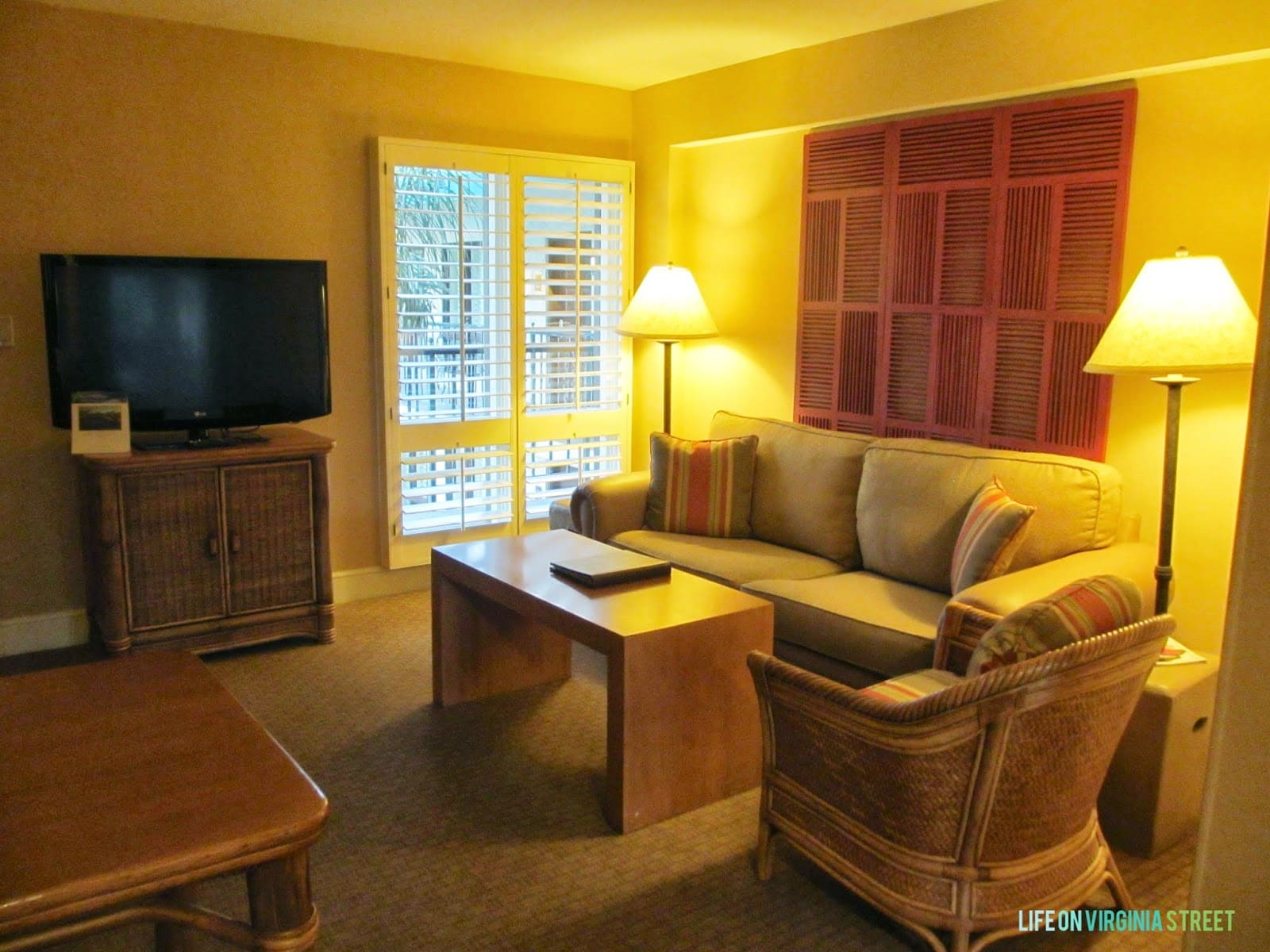 A small sitting room inside the hotel room.
