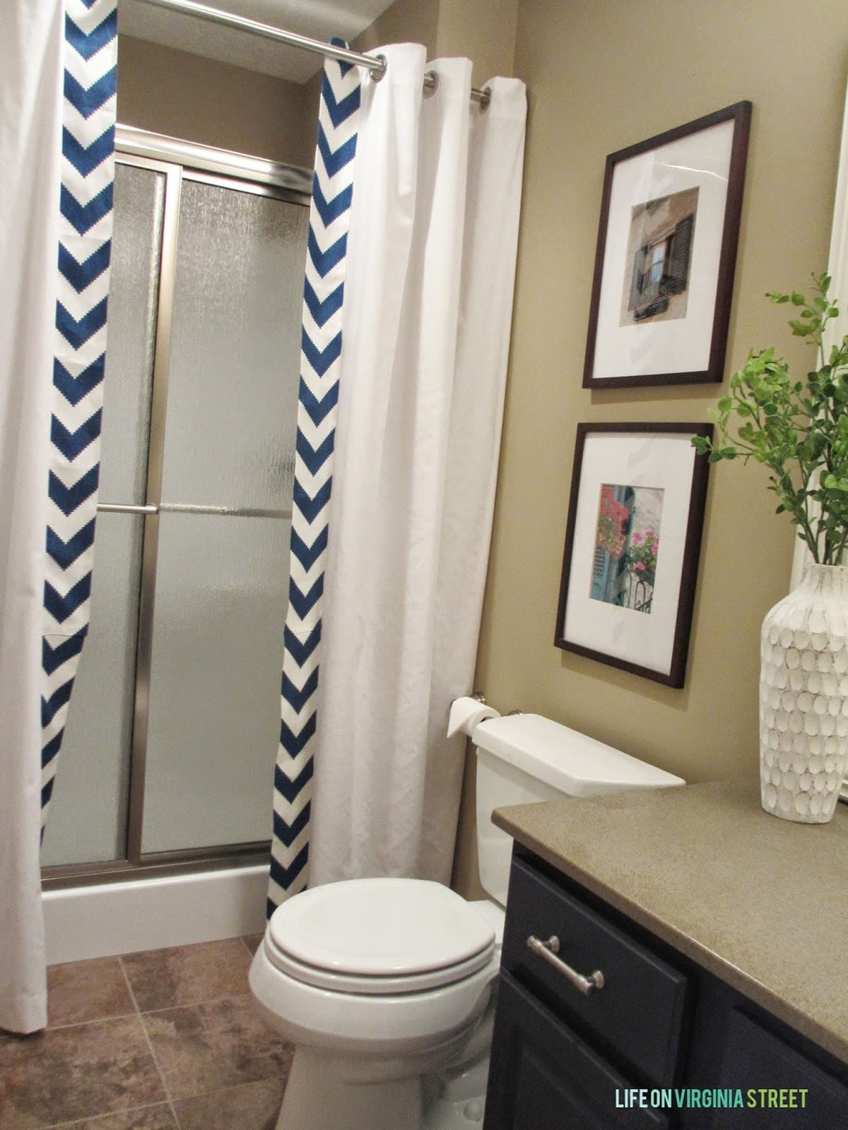 Guest bathroom no sew shower curtain tutorial life on for Photographs of bathrooms