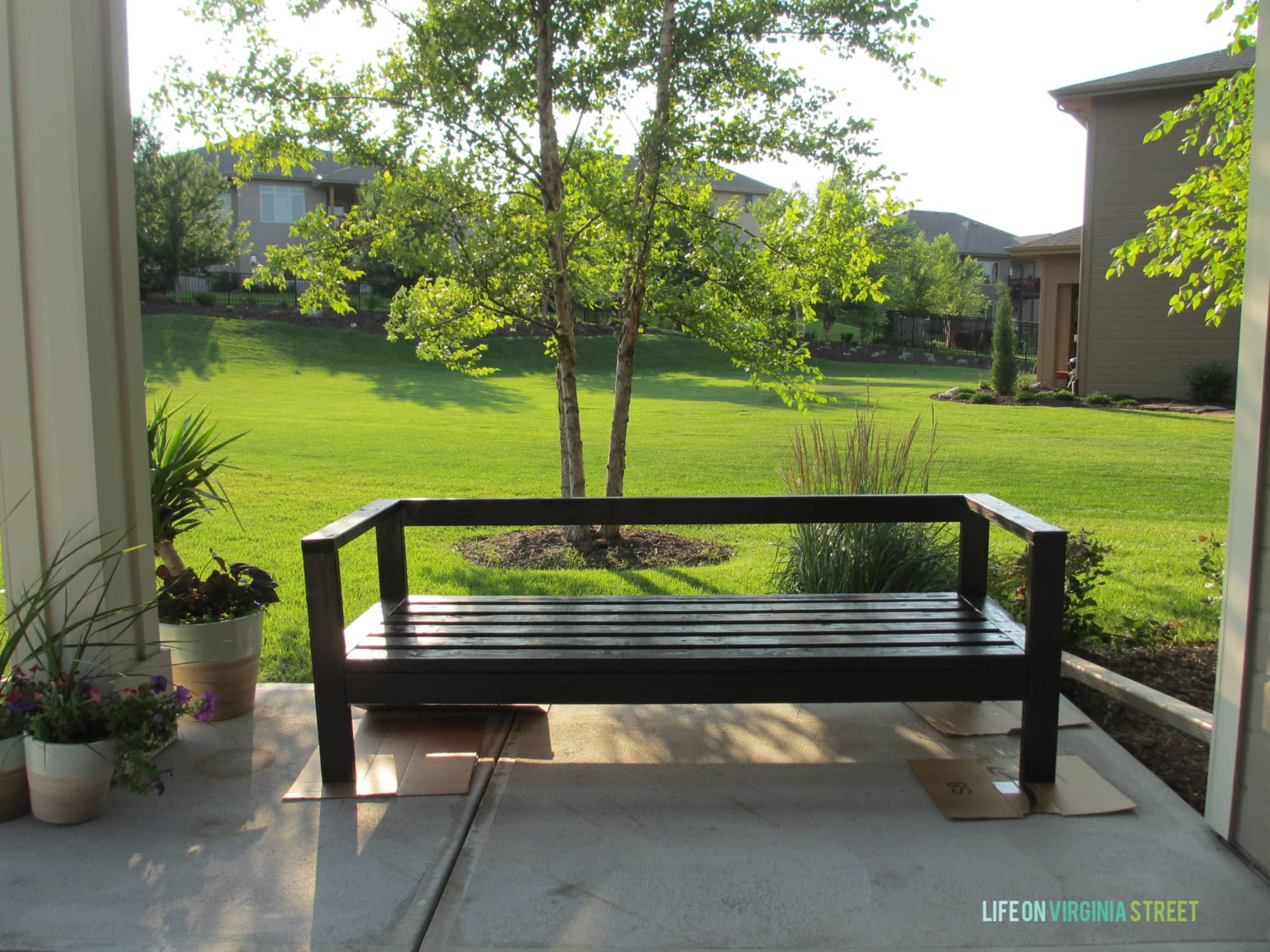 Diy outdoor sofa - Diy Outdoor Couch Wood Stain 2