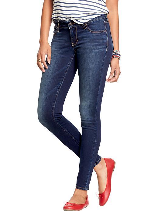 Midrise blue jeans.