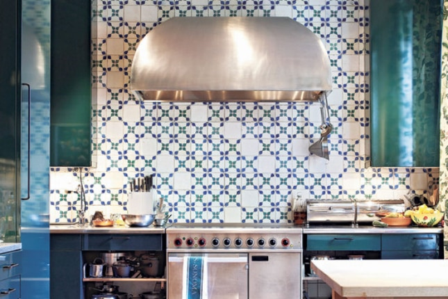 This blue and white tile backsplash has such a unique and fun pattern. I also love the blue cabinets.