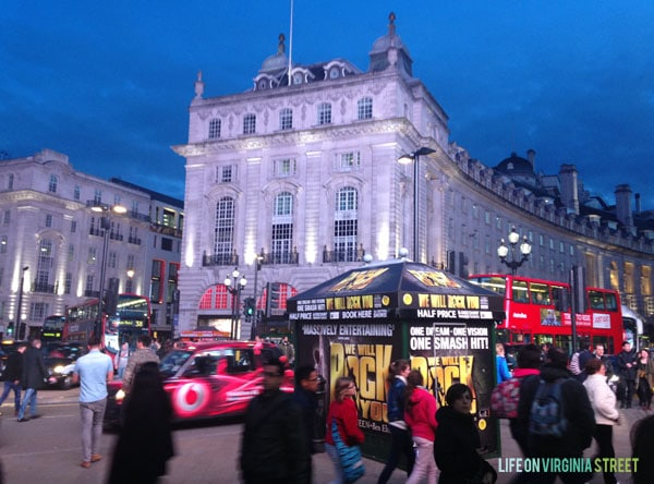 London - Piccadilly Circus - Life On Virginia Street