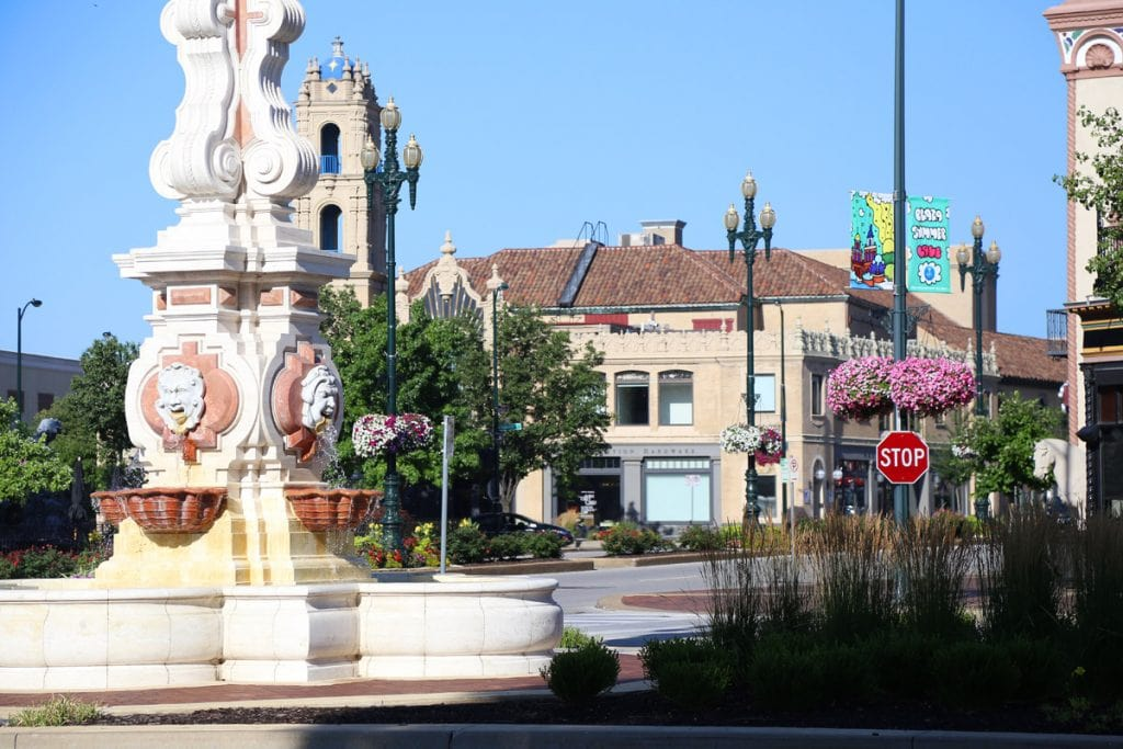 Country Club Plaza Fountain via Life On Virginia Street