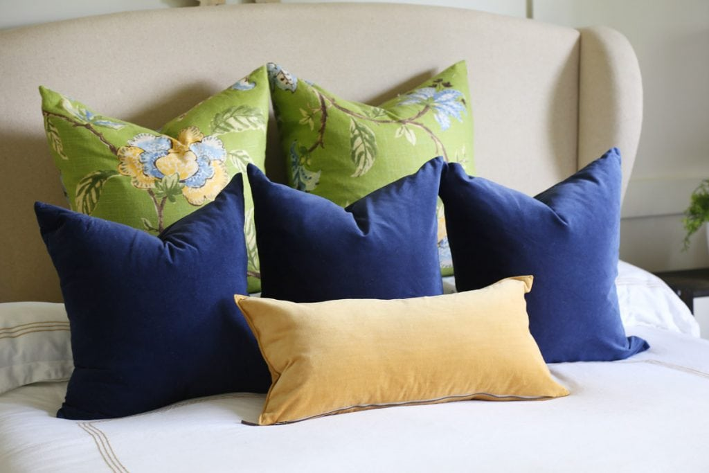 blue-green-and-gold-fall-guest-bedroom-pillows