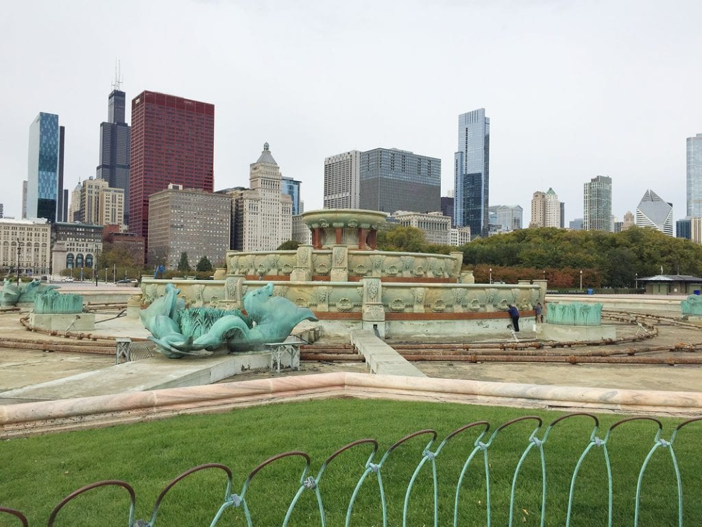 The Chicago skyline behind the fountain.