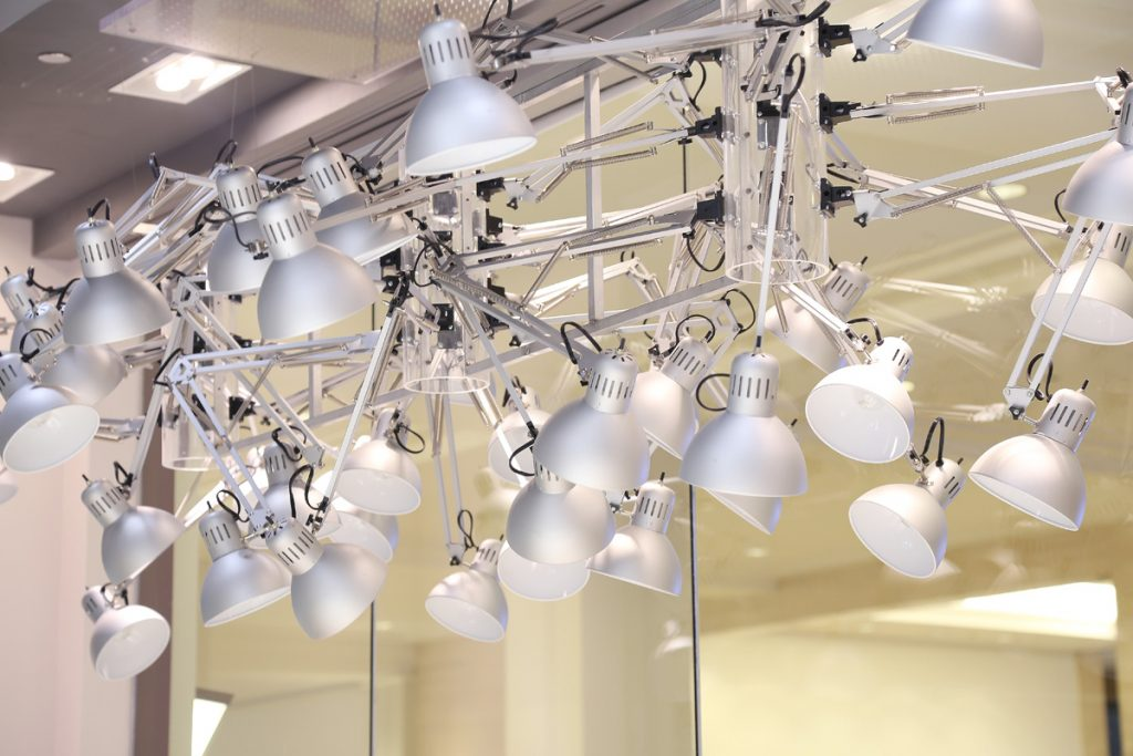 delta-faucet-showroom-light-installation