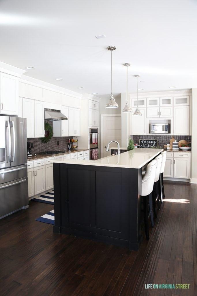 White neutral kitchen.
