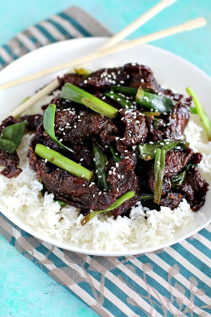 Mongolian beef on rice and green onion.