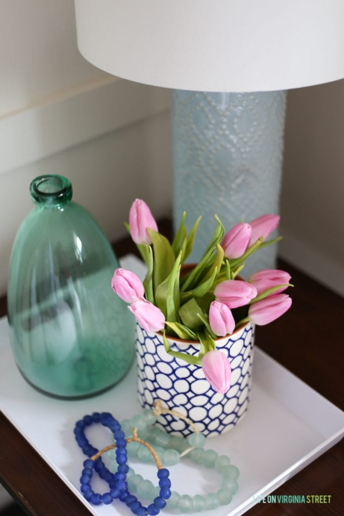 Pink tulips in a vase on the table.