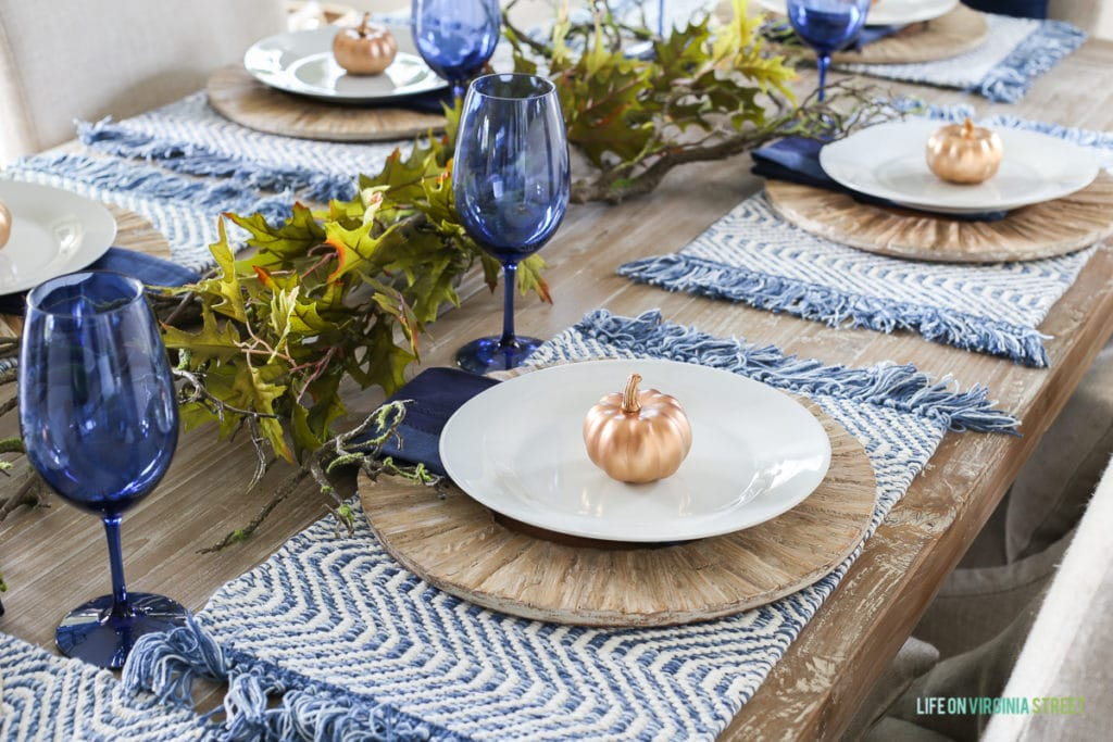 Look at this gorgeous blue and white coastal inspired Thanksgiving tablescape.
