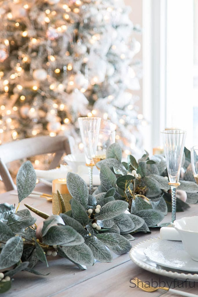 Christmas tablescape with greenery from Shabbyfufu.