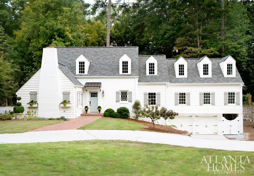 This Gorgeous Home Is Painted Sherwin Williams Alabaster One Of The Best Exterior White Paint