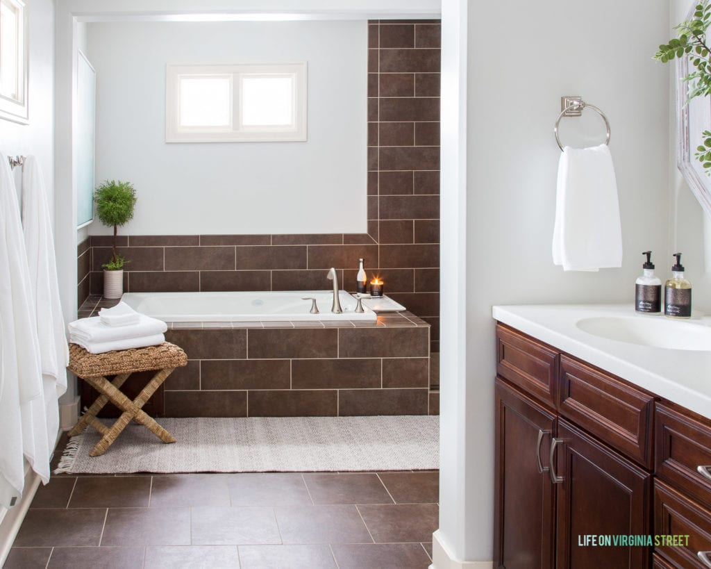 Simple tips and tricks on how to make your bathroom feel like a spa! These affordable updates are easy to make and will upgrade your bathroom instantly!