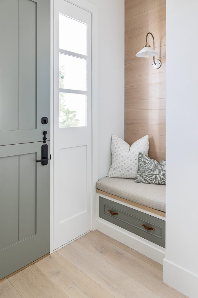 Gorgeous entry nook makeover from Mindy Gayer Design   Photo by Vanessa Lentine