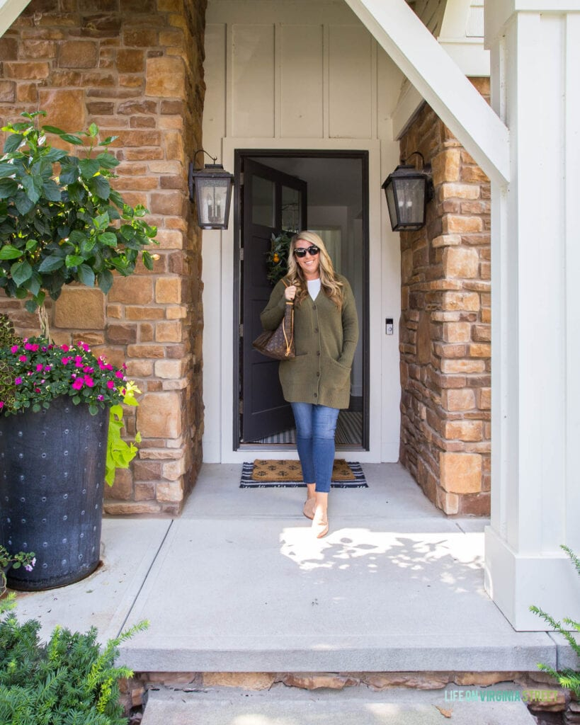 Favorite fall fashion trends including long cardigans, mules, skinny jeans, tortoise sunglasses and more!